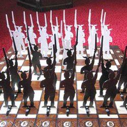 Varusschlacht-Schachbrett mit Hermann-Figuren